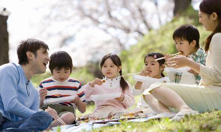 1.大きな公園へ家族でピクニックに行こう!