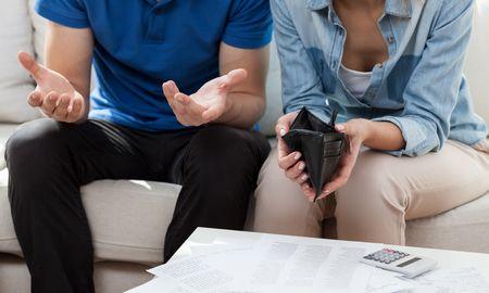 夫婦がお金で揉める理由をシーン別に解説
