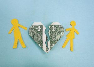 妻・夫の言い分は?夫婦喧嘩になりやすいお金の問題と解決法
