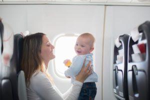 初めての子連れ海外!飛行機の子ども料金やぐずり対策の持ち物まで徹底解説