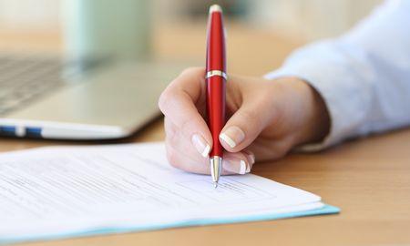 育児休業給付金をもらうための手続きと必要な書類とは?