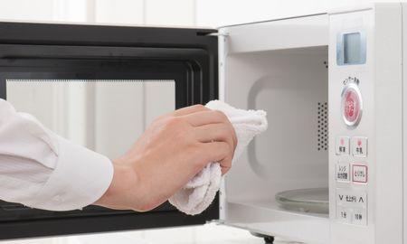 キッチン周りのしつこい汚れを効率良く落とす方法3つ!