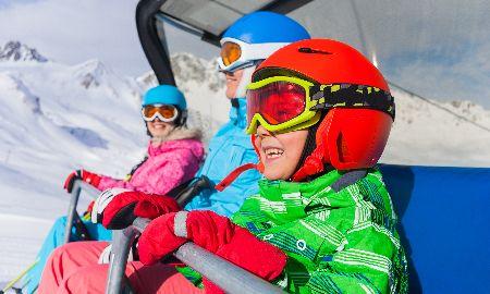 スキーに出かけるなら!「子どもリフト券無料」を利用
